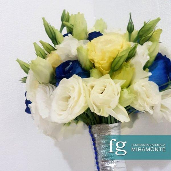 Bouquet rosas azules y blancas